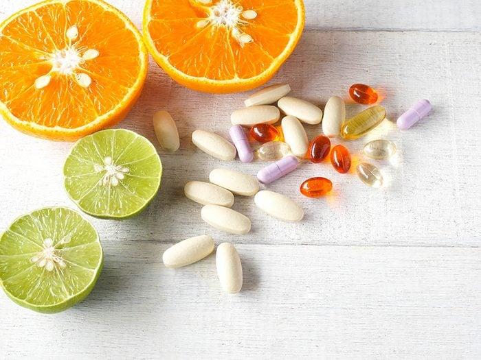 Conseil de dermatologue : prenez des suppléments pour avoir une belle peau.