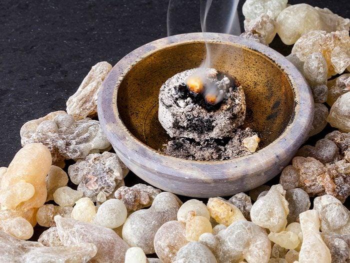 Huiles essentielles : l'encens a des propriétés antibactériennes.