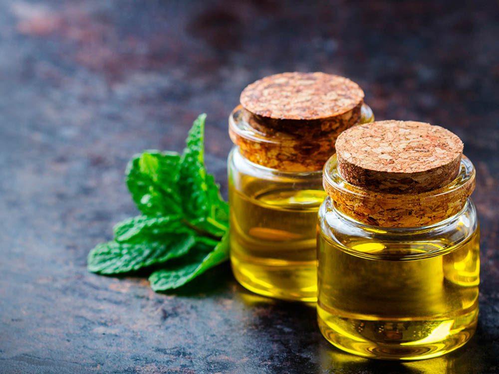 Huiles essentielles : la menthe poivrée a des propriétés clarifiantes et nettoyantes.