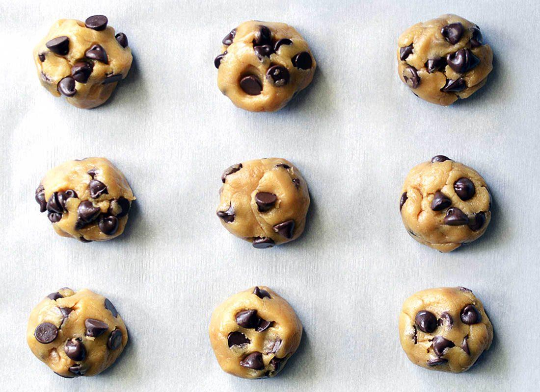 Exprimez de la gratitude envers la pâte à biscuit crue.