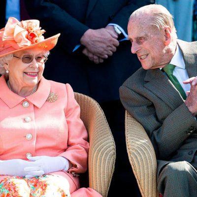 La reine Élisabeth II ne possède pas de compte sur les réseaux sociaux.
