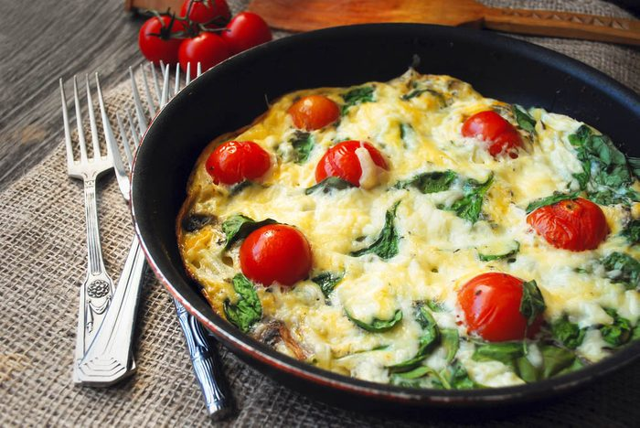 Lundi sans viande : dégustez une frittata aux légumes.
