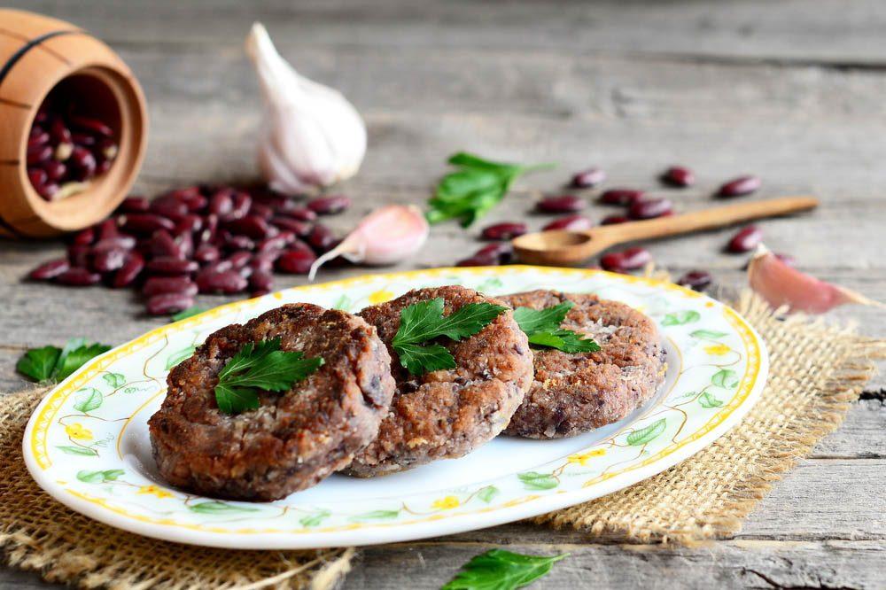 Lundi sans viande : remplacer votre burger par des galettes de haricots rouges.