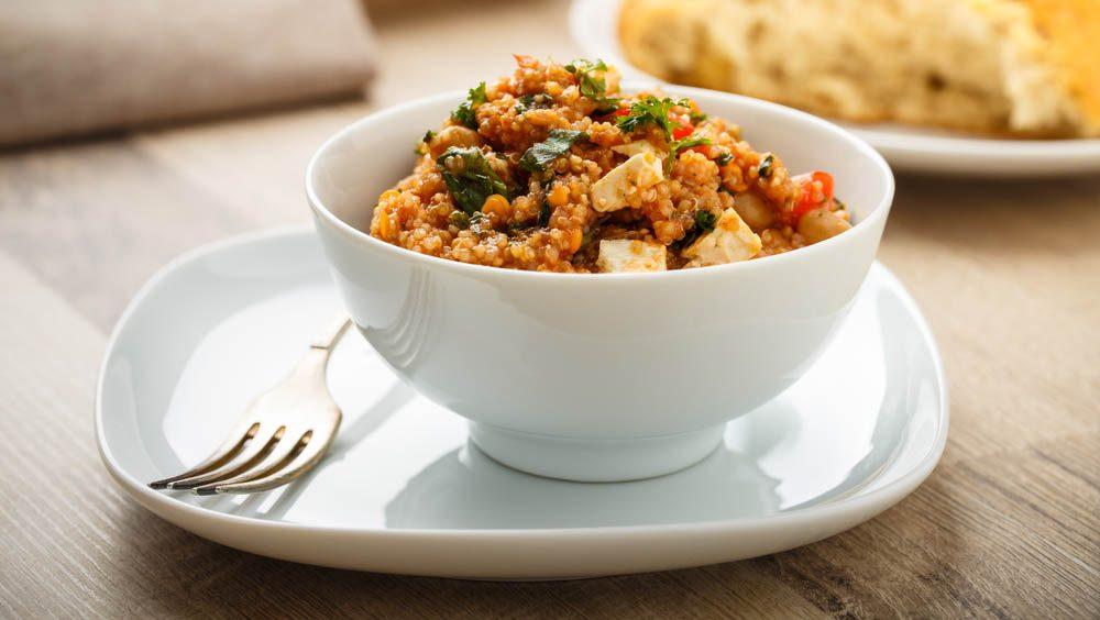 Lundi sans viande : essayez une recette de quinoa et poivrons rouges.