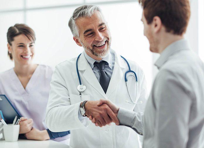 Consulter le même médecin réduit le risque de mortalité.