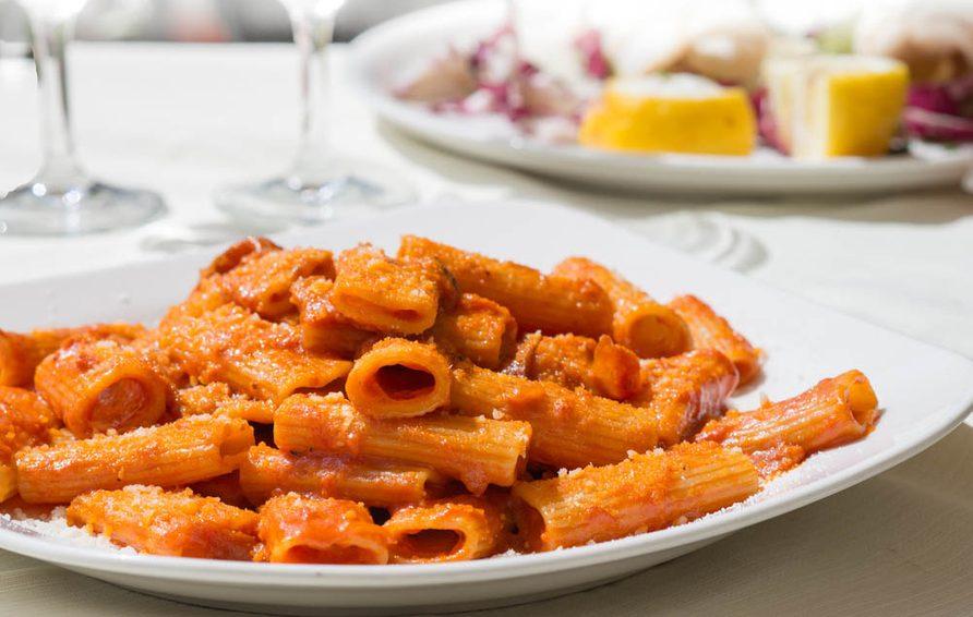 Meilleures recettes de pâtes : mezzi rigatoni à l'amatriciana.