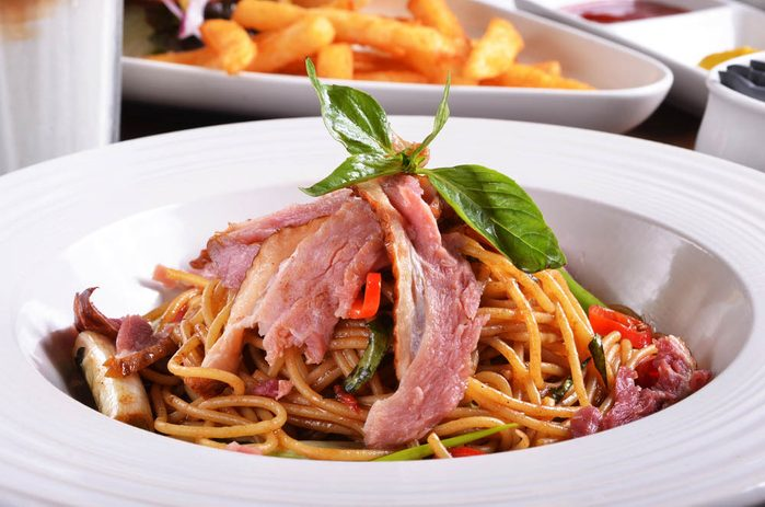 Meilleures recettes de pâtes : spaghettini au canard fumé.