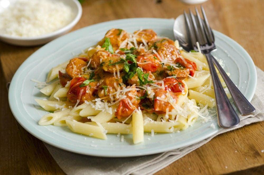 Meilleures recettes de pâtes : penne à la saucisse au poivron rouge.