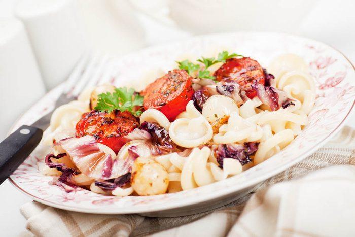Meilleures recettes de pâtes : sedanini à la saucisse et radicchio.