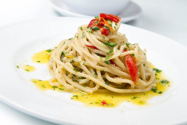 Meilleures recettes de pâtes : spaghetti à l'huile et à l'ail.