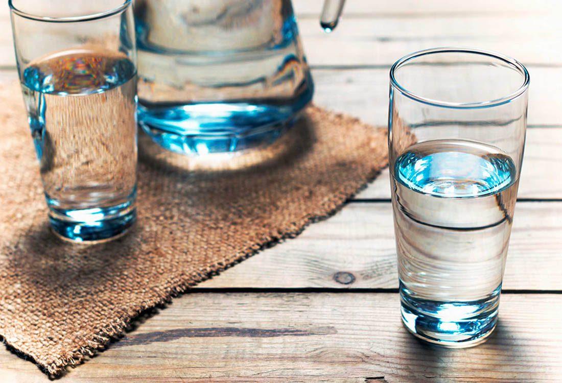 Stimulez votre métabolisme en commençant la journée avec un verre d'eau.