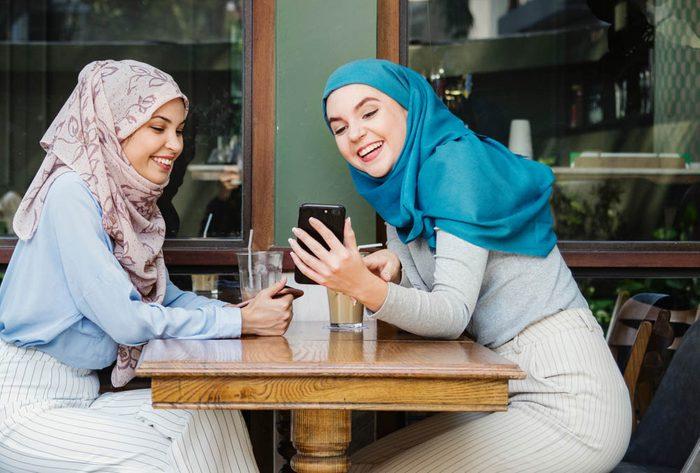 Métabolisme : passez du temps en personne avec vos amis et votre famille.