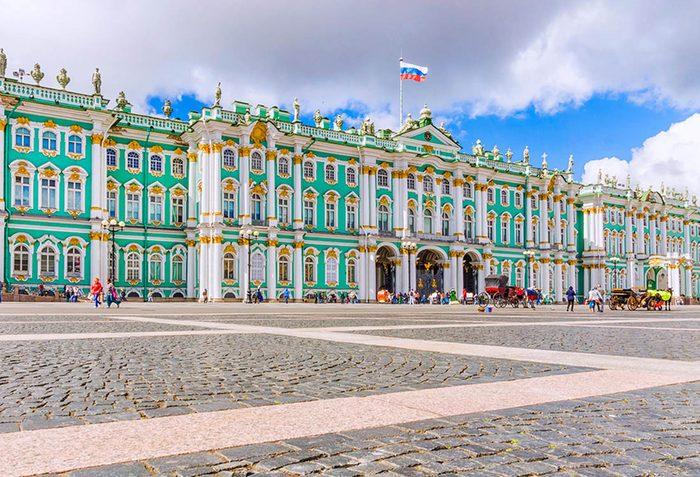 L'un des plus populaires musées du monde est celui de l'Ermitage à Saint-Pétersbourg.