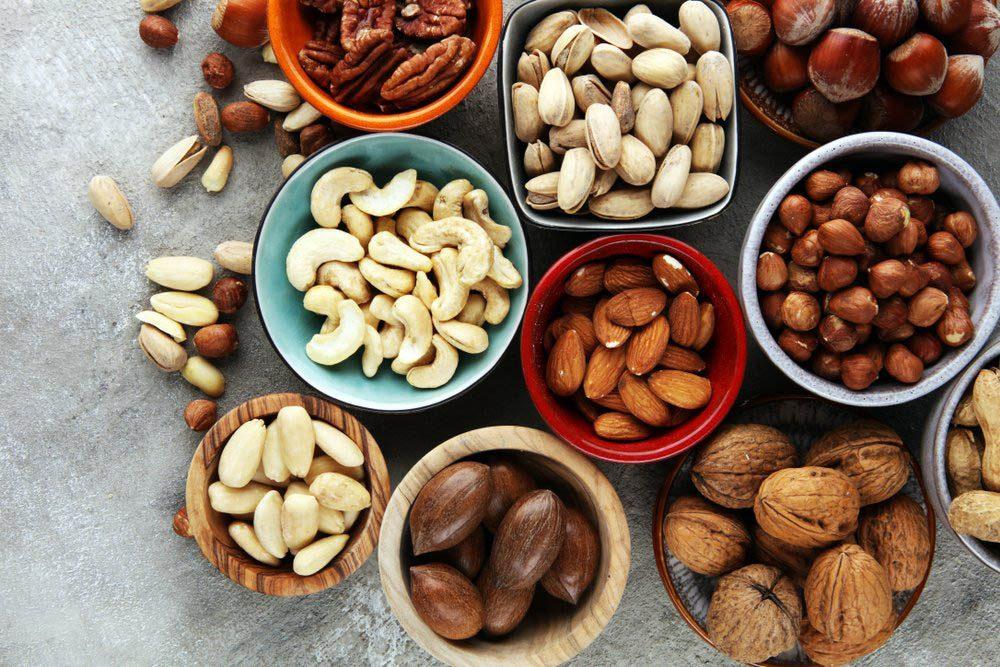 Pour perdre du poids, mangez une poignée de noix en collation.