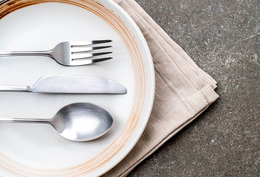 Pour perdre du poids, posez votre ustensile entre chaque bouchée.