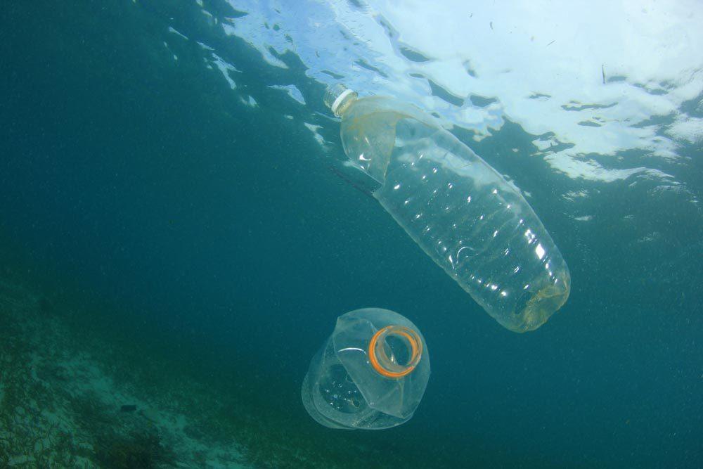 Le plastique envahit les océans