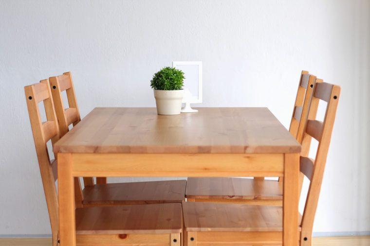 Produit fait maison: cire pour le mobilier.