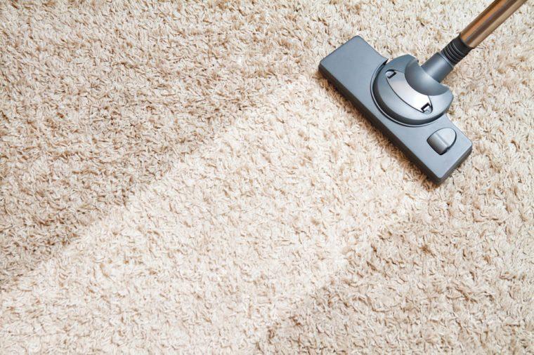 Produit fait maison pour le salon: désodorisant pour tapis.