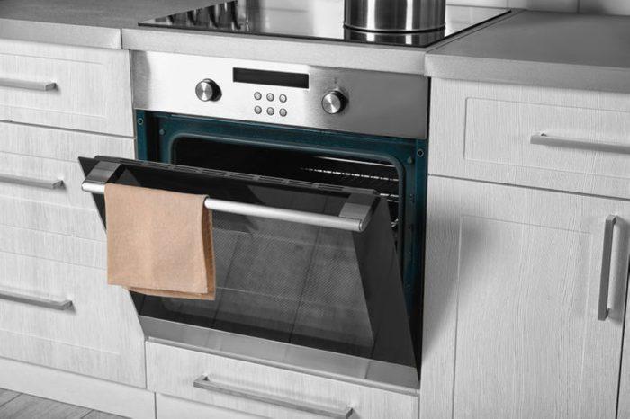 Produit fait maison pour la cuisine: nettoyant à four.