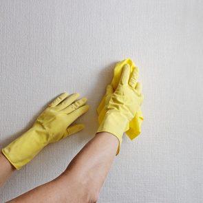 Produit fait maison: nettoyant pour le mur.