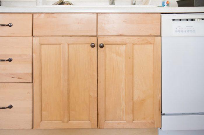 Produit fait maison pour la cuisine: nettoyant à armoires