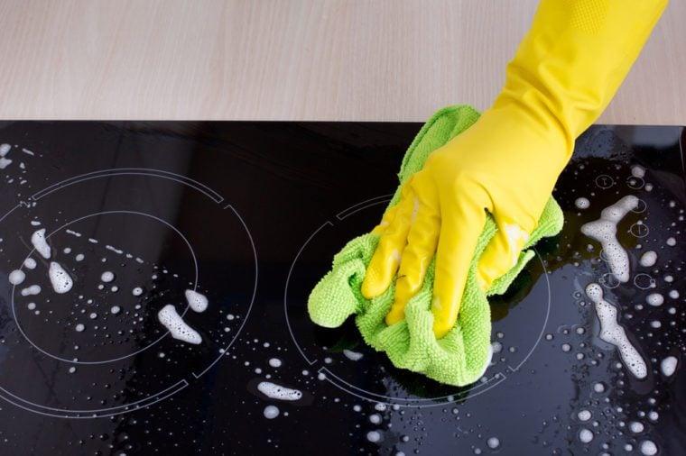 Produit fait maison: désinfectant pour la cuisine.