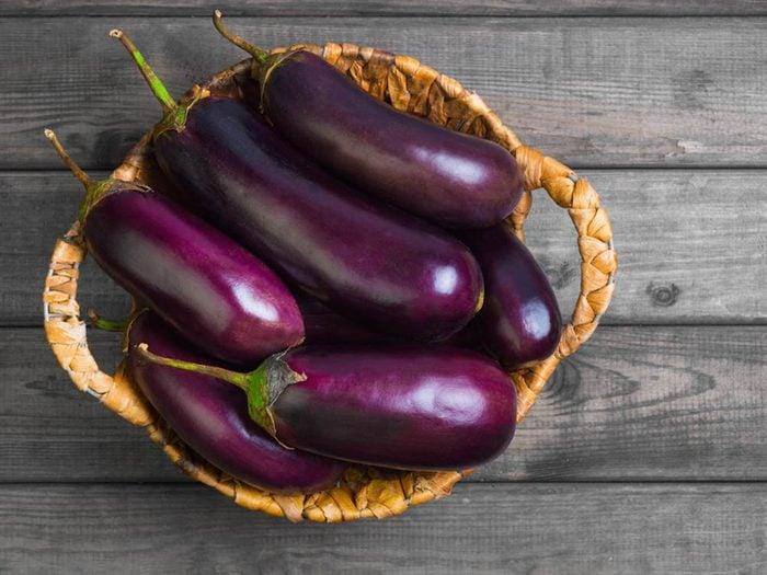 Ne conservez pas au réfrigérateur les aubergines.