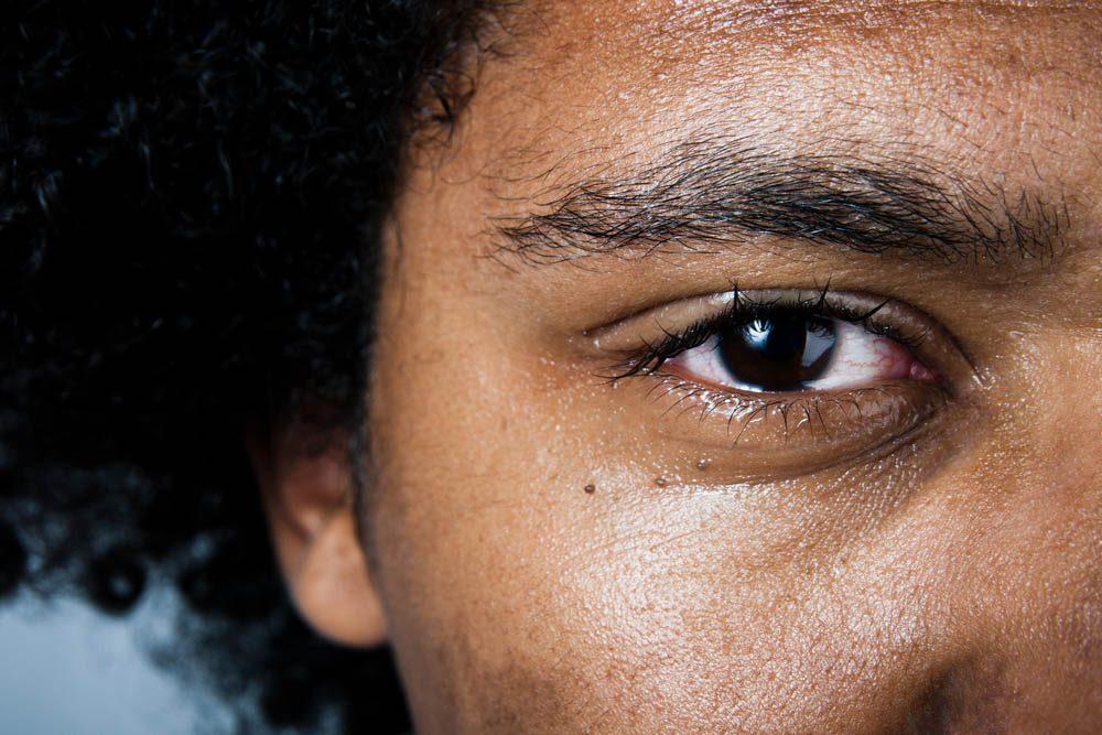 Les rides du visage peuvent être causées par les appareils électroniques.