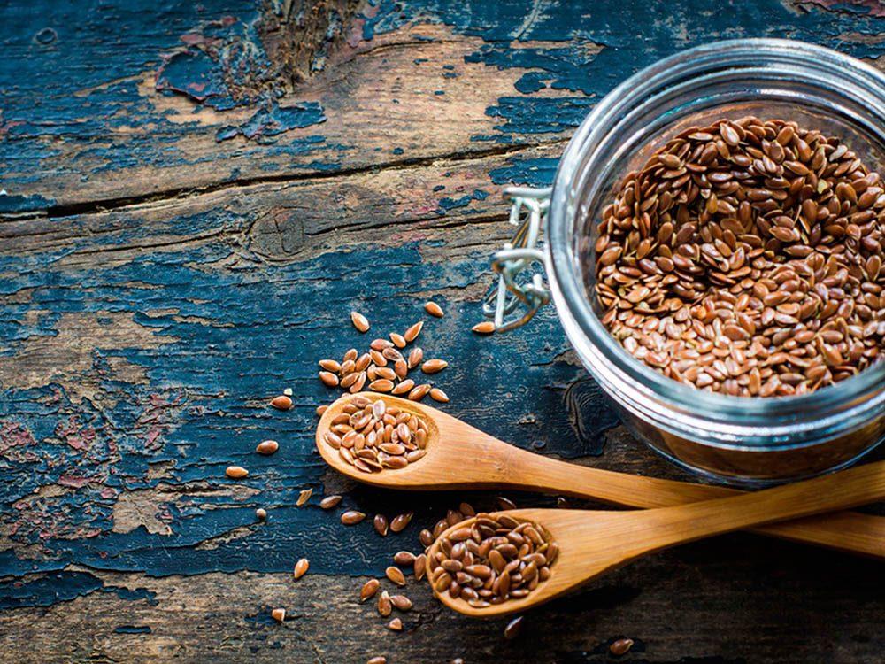 Superaliment : L'ajout de graines de lin à l'alimentation peut ralentir la croissance d'une tumeur au sein.