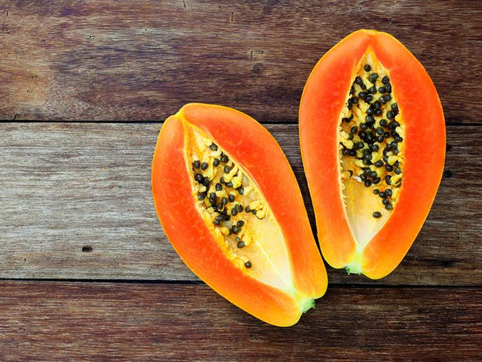 Superaliment: la papaye renferme deux fois plus de vitamine C qu'une orange.