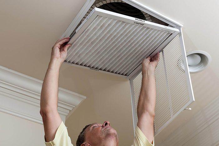 Tâches à faire : nettoyer les conduits d'air.