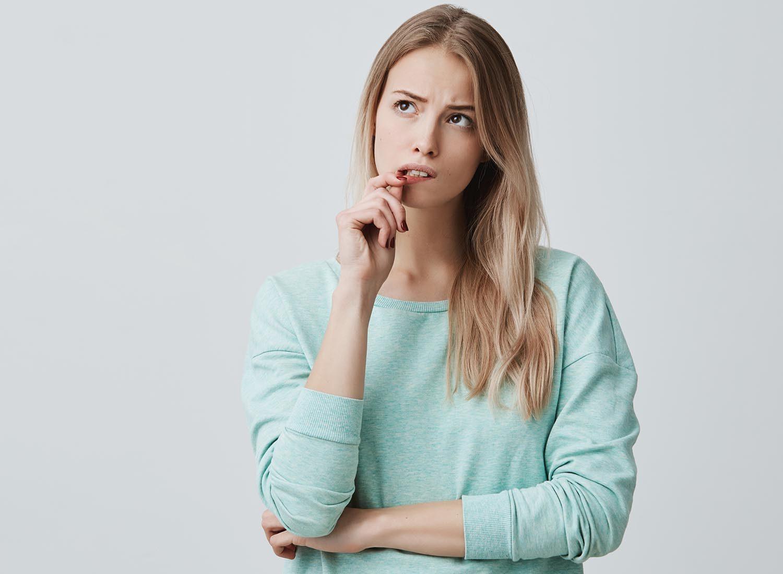 Tics nerveux : certaines personnes ont du mal à prendre des décisions, mêmes sans conséquences.