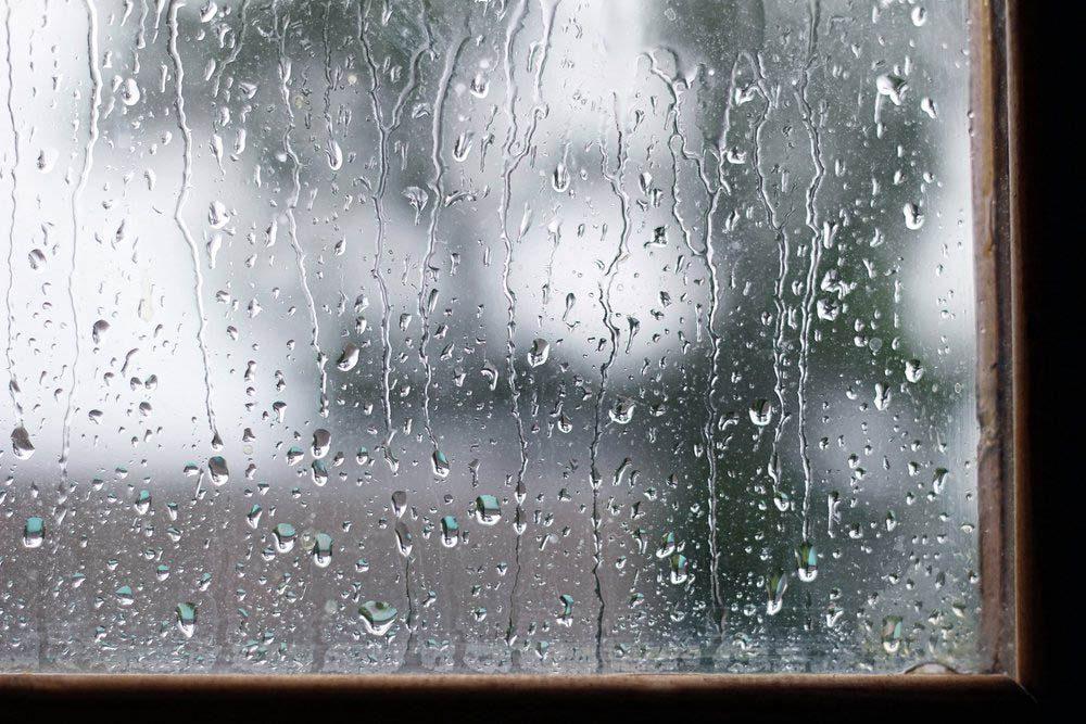 Pendant un orage, évitez de regarder par la fenêtre.