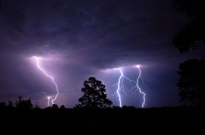 Lors d'un orage, ne vous couchez pas au sol.