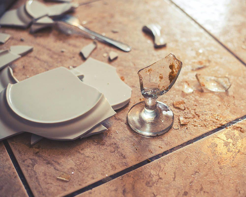 Victime de cambriolage : ne jetez pas ce qui a été cassé.