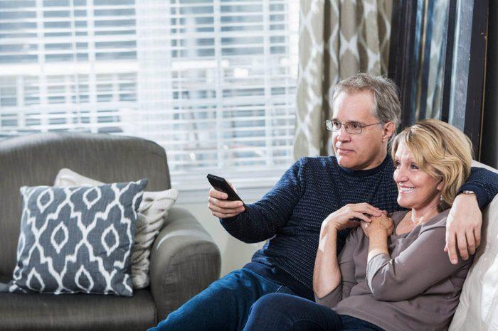 Un vieux couple profite aussi des moments de silences.