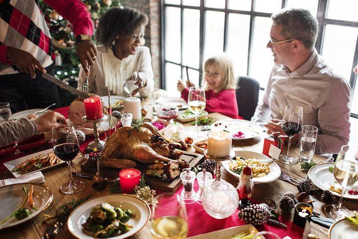 Histoire de voisinage: certains voisins fêtent Noël ensemble.
