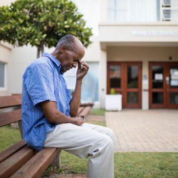 L'Alzheimer déclenche une démence moyenne en stade 4.