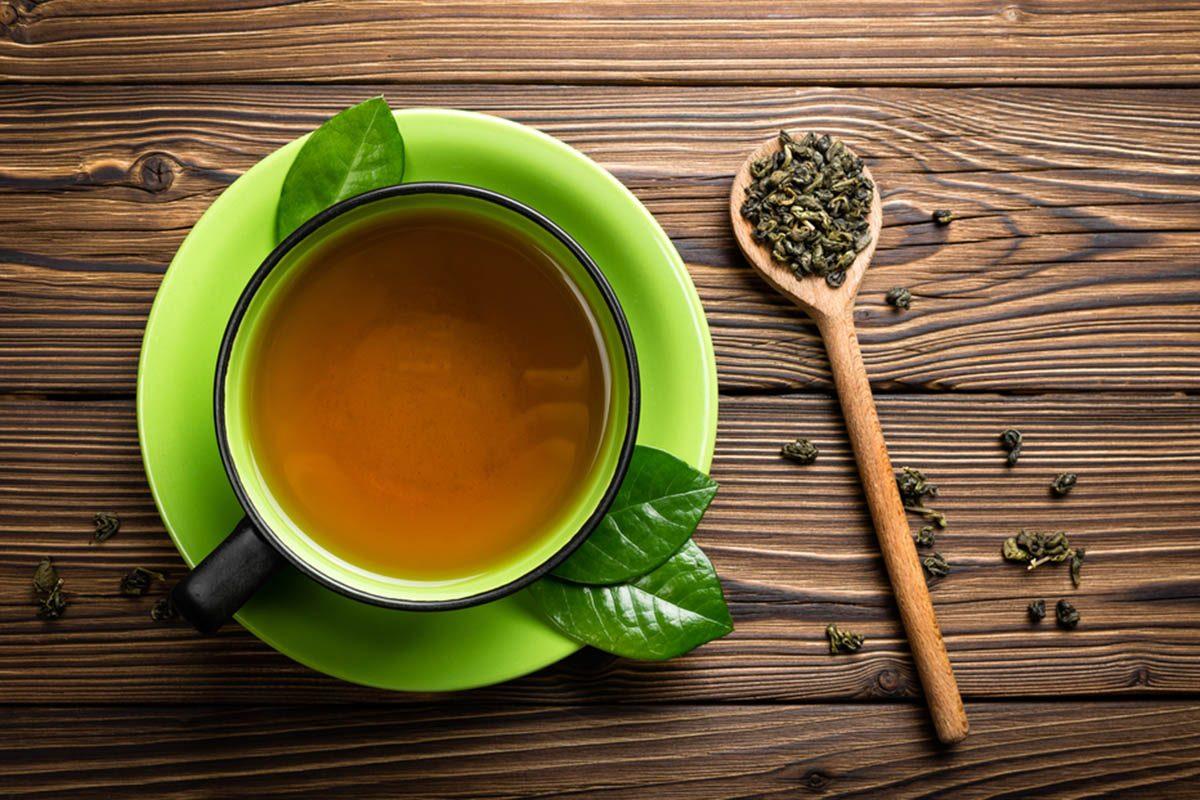 Pour une alimentation anti-inflammatoire, buvez du thé vert.
