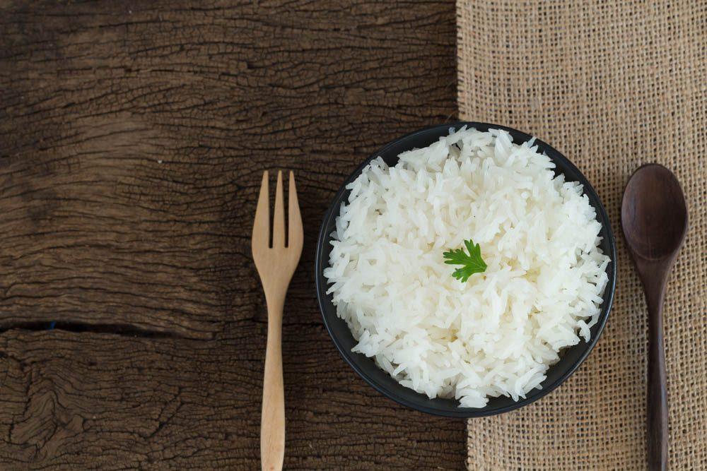 Pour une alimentation anti-inflammatoire, évitez le riz blanc.