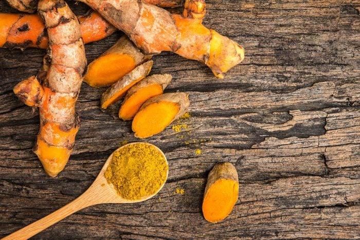 Pour une alimentation anti-inflammatoire, mangez du curcuma.