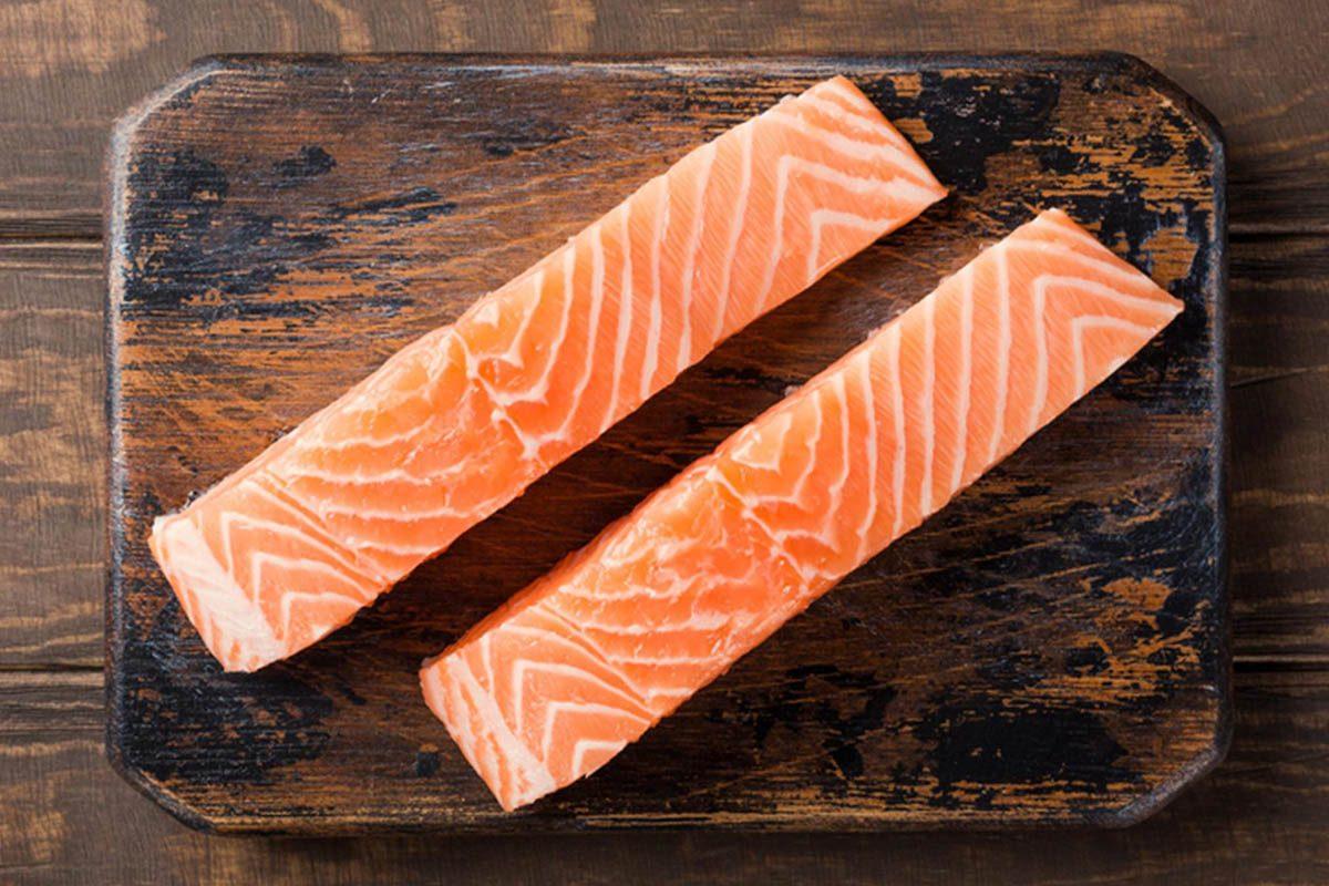 Pour une alimentation anti-inflammatoire, mangez du saumon sauvage.