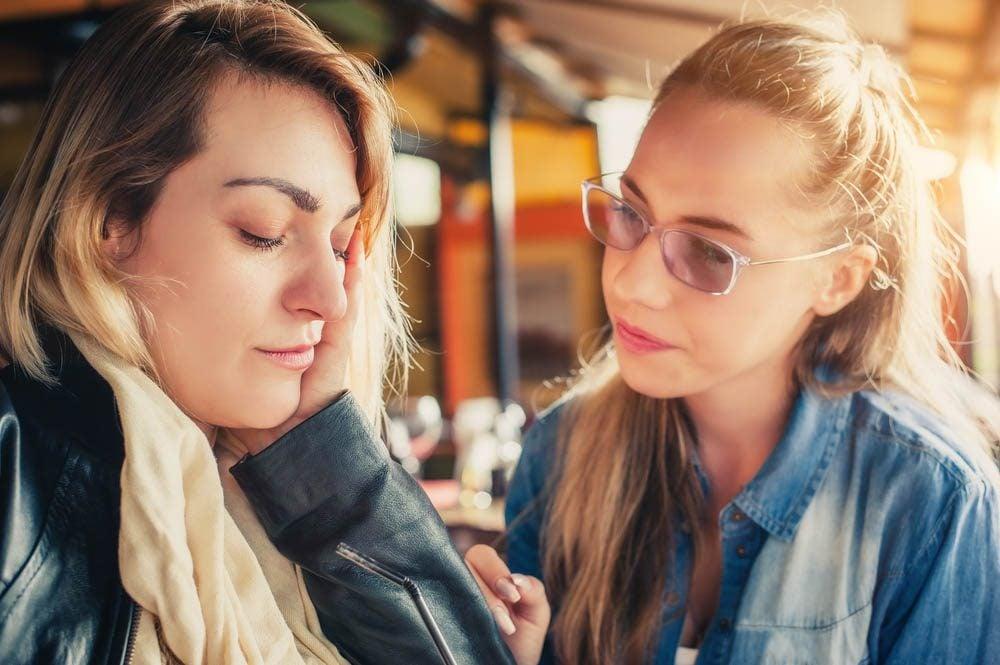 Anxiété : ne pas suggérer à un ami de boire de l'alcool pour calmer son stress.