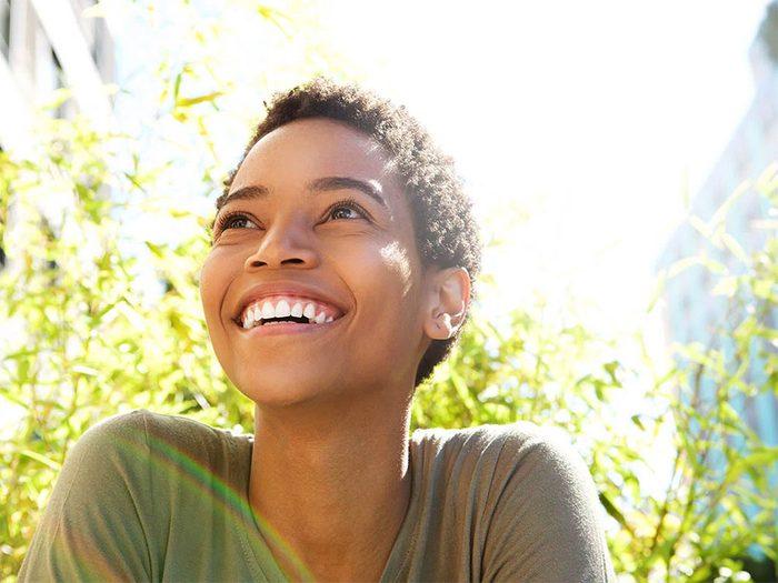 Répéter des affirmations positives pour augmenter la confiance en soi.