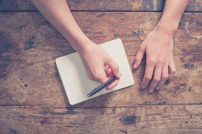 Dans la boîte à lunch de votre enfant, écrivez-lui un compliment.