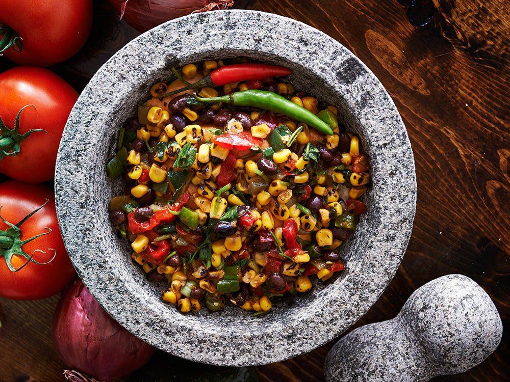 Boîtes à lunch : préparez une salade de haricots à la mexicaine.