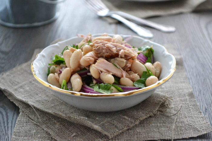 Boîtes à lunch : préparez une salade de haricots et thon.