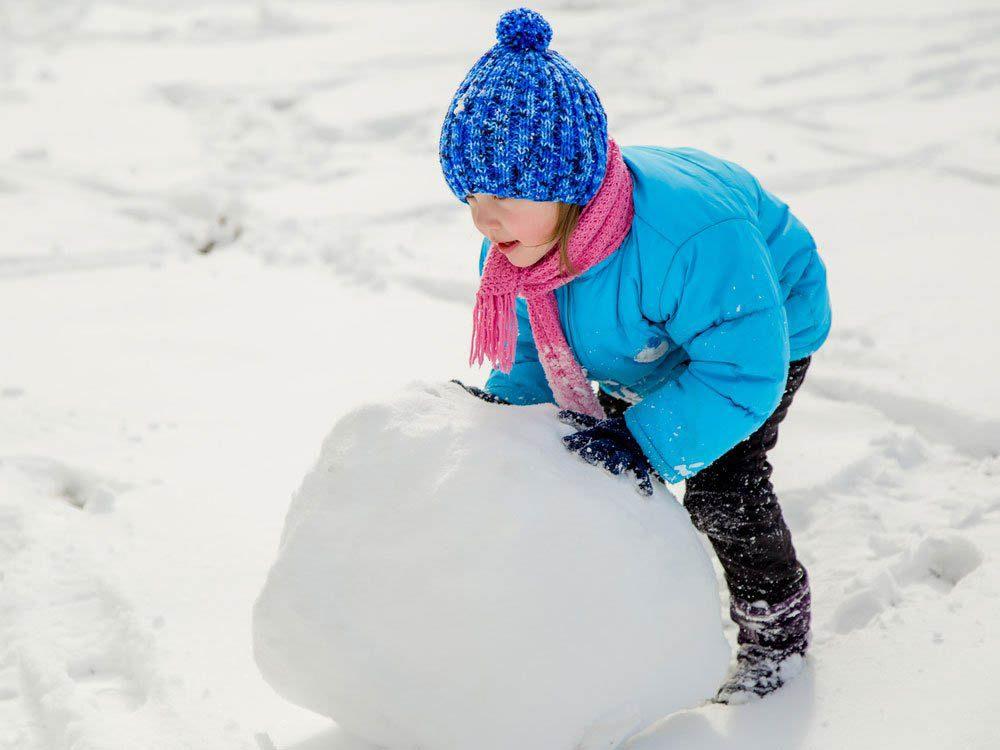 Pour faire un bonhomme de neige, roulez correctement les boules.
