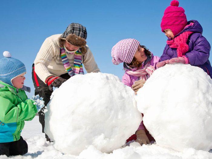 Pour faire un bonhomme de neige, trouvez l'endroit idéal.