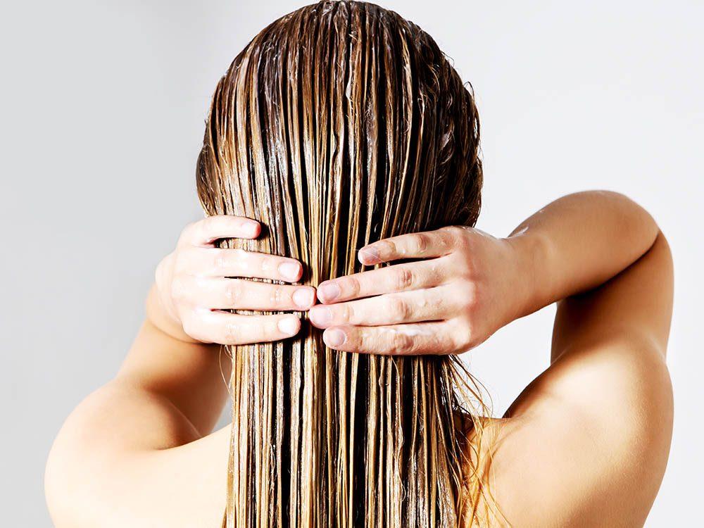 """Vos cheveux doivent être """"préséchés"""" avant d'utiliser un séchoir."""
